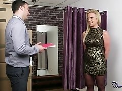 Lustful MILF Sasha Steele gets a good Discount after blowjob